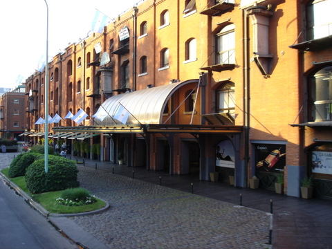 Puerto Madero | Estaleiros e armazéns onde hoje encontram-se os mais famosos restaurantes.